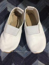 Чешки белые кожа 16см. 25 размер новые