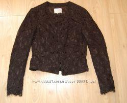 Очень красивый кружевной пиджак бренда Stockh