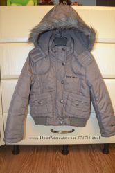 Куртка демисезонная C&A с капюшоном и карманами. Рост 128.