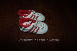 Кроссовки, кожаные пиетки Adidas 19 размер
