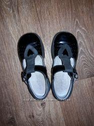 Лаковые кожаные туфельки,  размер указан 7 12, где-то 25 по  стельке 16 с