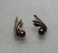 Сегьги серебро  со вставкой золота с чёрным жемчугом