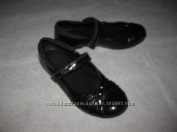 23 см стелька, кожаные лаковые туфельки девочке в школу от Clarks
