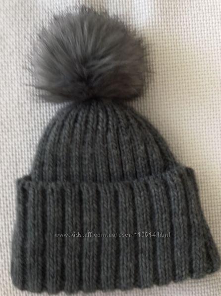 Тёплая шапка с пушистым помпоном