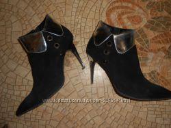 Замшевые ботинки обуты несколько раз