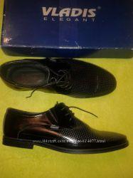 Новые удобные чёрные туфли из натуральной кожи р. 43-44