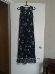 Вечернее длинное шолковое платье с тиснёным рисунком. Одевалось 1 раз.