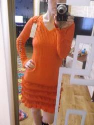 Новое красивое платье из акрила с рюшами