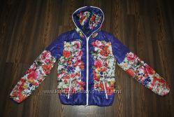 Женская куртка в цветы.