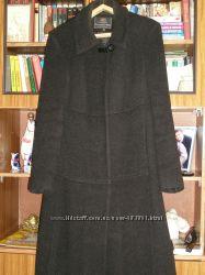 Продам БУ женское осеннее пальто