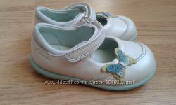 Кожаные туфельки сандалии Clarks 13, 5 см