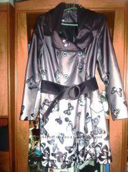 женское пальто в идеальном состоянии.