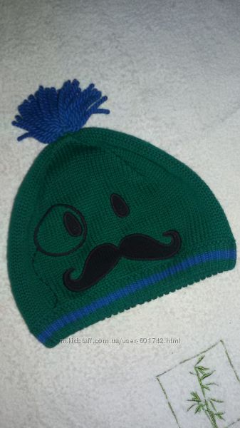 Демисезонная шапочка с усами