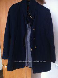Модное короткое пальто MANGO