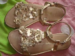 шикарные нарядные золотые босоножки Monsoon accessorize