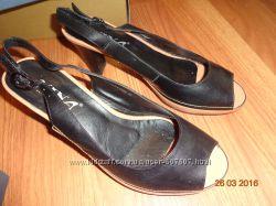 Фирменные кожаные босоножки Nina р39