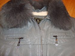 Красивая молодежная куртка  в отличном состоянии.