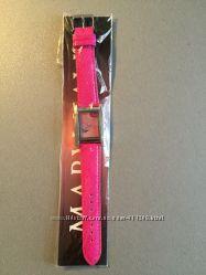 Стильные часы с кристалами и розовым ремешком