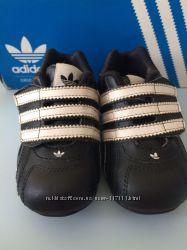 Продам кроссовки ADIDAS 22 размер