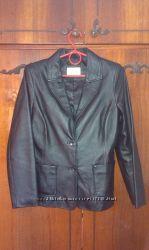 Кожаная черная курточка - пиджак, размер S