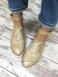 Летние туфли-лоферы в стиле Alexander McQueen.