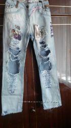 Рваные летние джинсы голубые