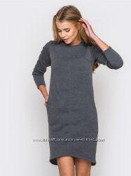 Платье  на флисе с удлиненной спинкой и боковыми карманами серый