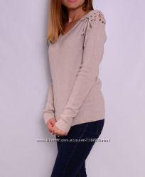 Стильные пуловеры со шнуровкой на плечах, выбор цветов