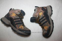 Термо ботинки фирмы Adidas 29 размер по стельке 18, 5 см.