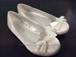 Белые атласные туфельки