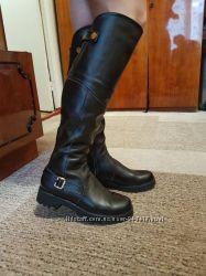 Кожаные ботфорты на низком каблуке. размер 38