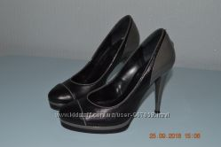 Шкіряні жіночі туфлі Vera Gomma Італія розм. 38 в гарному стані