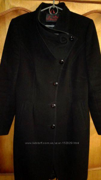 Пальто кашемировое осень-весна в хорошем состоянии. 50-52 размера. Дешево