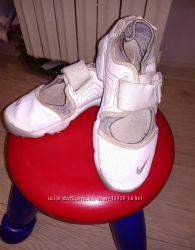 Спортивные туфельки для девочки Nike р. 31