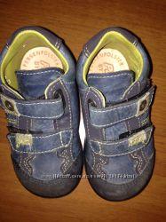 Продам фирменные Pepino туфли- ботиночки -кросовки