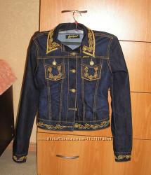 Очень классная джинсовая курточка с вышивкой Amnesia