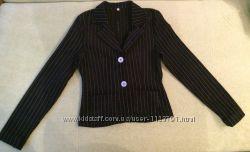Черный пиджак в белую полоску