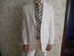 Продам светлый мужской костюм