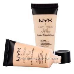 Тональный матирующий крем NYX Stay Matte But Not Flat