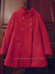 Короткое шерстяное пальто.