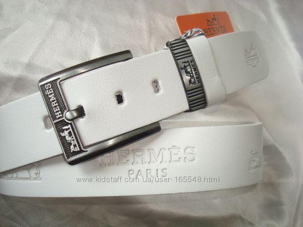 Белые кожаные ремни, ширина 4.3 см. Цена 400 грн.