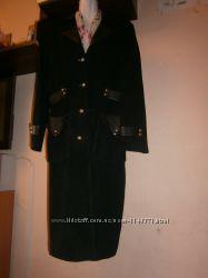 Стильное замшевое пальто 46-48 размер черное демисезонное