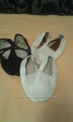 Всё для танцев БУ Чешки белые и чёрные. 16 см, 19смбелые, 34р. чёрные