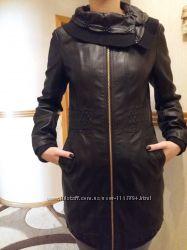 Удлиненная черная куртка кожанка плащ