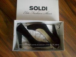 Красивые замшевые туфли в идеальном состоянии, размер 38-39