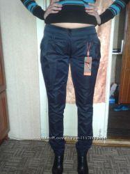 Стильные молодежные брюки темно-синего цвета
