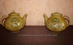 Два чайника с крышками