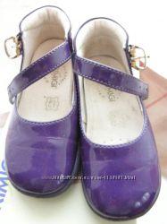 Продам лакированные туфельки Primigi 22 размер