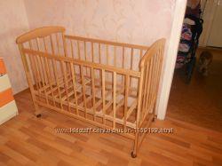 Детская кроватка Наталка с матрасиком и защитой в кровать