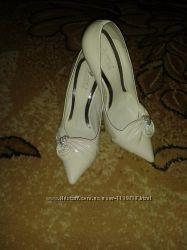 Туфлі білі 35 розмір